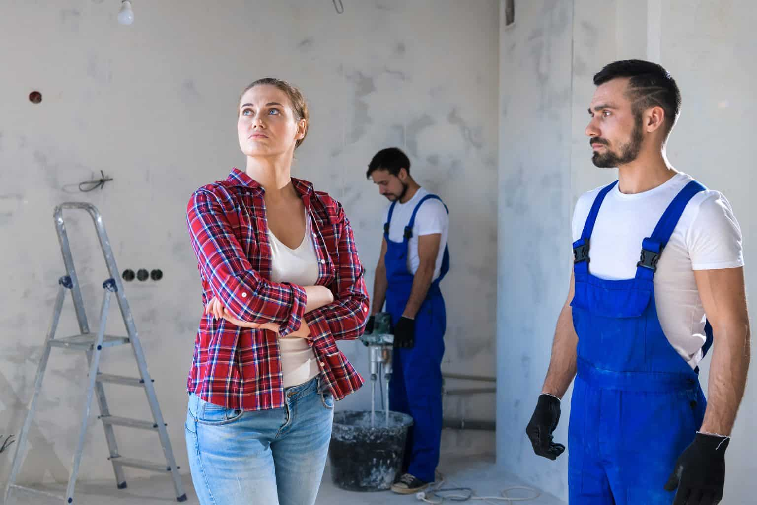 The builder shows the client the renovation of the apartment. She is unhappy and they are having a dispute over the works.